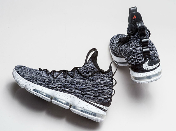 86f46381c5ef5 NIKE LeBron 15 REVIEW – Meet The Future!